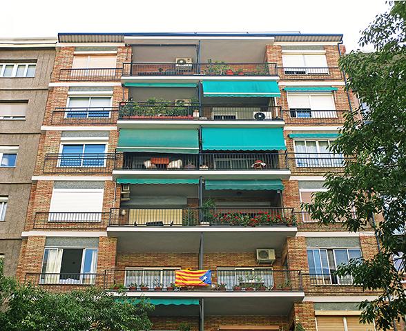 Rehabilitació de façana principal, posterior i patis a Tuset 34