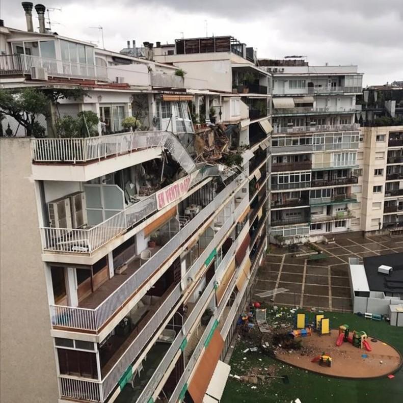 Dos blocs desallotjats a Sarrià després de caure un balcó